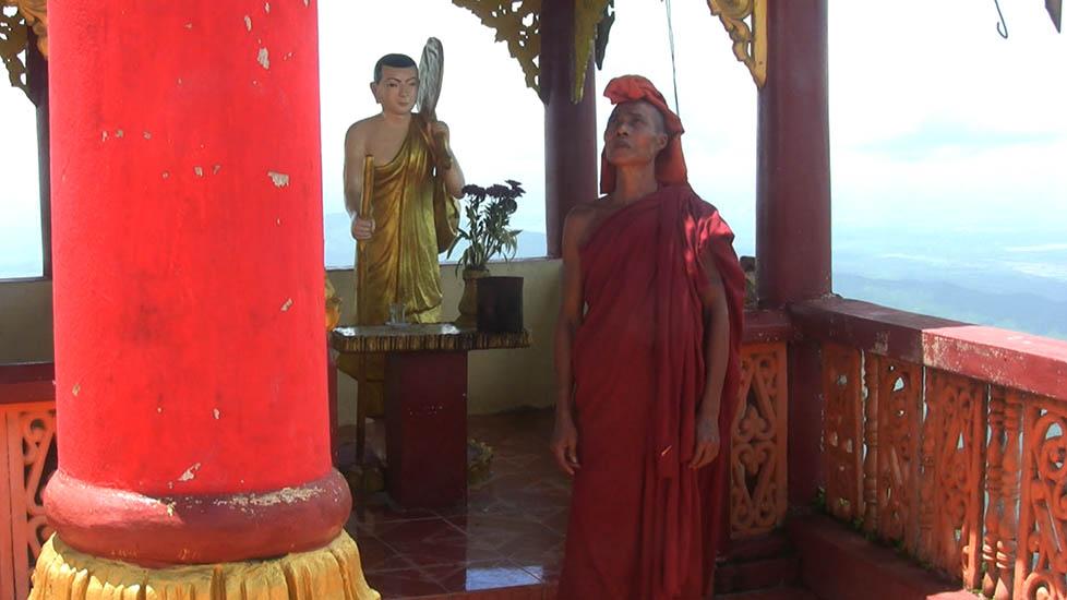 MonkAndBuddhaInPagoda_978x550